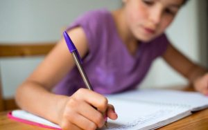 96044978_CW0A89_Schoolgirl_working_on_her_homework.-large_trans++ek9vKm18v_rkIPH9w2GMNpPHkRvugymKLtqq96r_VP8